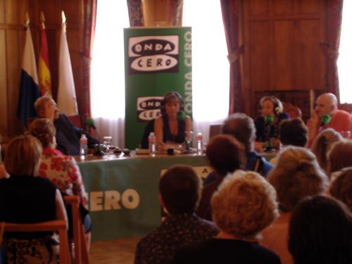 Julia Otero con los miembros de su gabinete durante el programa