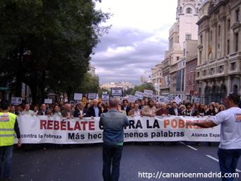 Cabecera de la marcha contra la pobreza en la calle de Alcalá