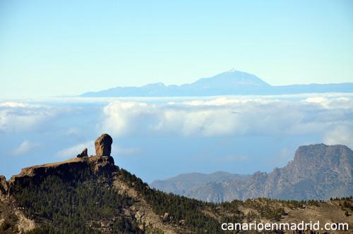 Roque Nublo y Teide algo nevado