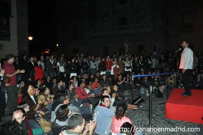 El público escucha atentemente una de las historias de Juan Manuel Garzón.