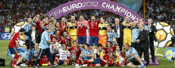 Foto de familia de los ganadores de la Eurocopa 2012
